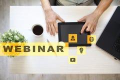 Webinar Nauczanie online, online edukaci pojęcie rozwoju ogłoszenie towarzyskie parawanowy wirtualny zdjęcia stock
