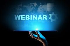 Webinar, Onlinetraining, Onderwijs en e-Lerend concept op het virtuele scherm stock afbeelding