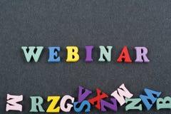 WEBINAR-ord på svart brädebakgrund som komponeras från träbokstäver för färgrikt abc-alfabetkvarter, kopieringsutrymme för annons Royaltyfria Bilder