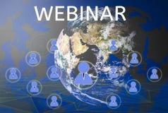 Webinars con i principianti online, la persona astratta del gruppo delle icone di conferenza di concetto e l'apprendimento con la illustrazione vettoriale