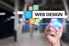 Webontwerp en ontwikkelingsconcept op het virtuele scherm Royalty-vrije Stock Afbeelding