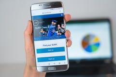 Website der staatlicher Universität von New York auf Telefonschirm lizenzfreie stockbilder