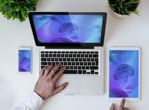 website för design för kontorstabletop kall svars- Royaltyfri Foto
