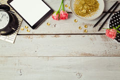 Website header design with digital tablet and rose flowers on wooden table. View from above Royalty Free Stock Photos