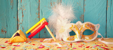 Websitebanerbakgrund av det Purim berömbegreppet (judisk karnevalferie) Selektivt fokusera Filtrerad tappning Royaltyfri Foto