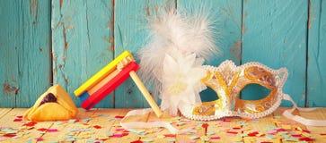 Websitefahnenhintergrund des Purim-Feierkonzeptes (jüdischer Karnevalsfeiertag) Selektiver Fokus Weinlese gefiltert Lizenzfreies Stockfoto