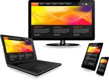 Websiteschablone auf mehrfachen Geräten Stockfotos