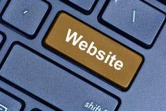 Websitewort auf Tastaturknopf Stockfoto