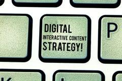 Wechselwirkende zufriedene Strategie Handschriftstext Digital Konzept, das Suchmaschinen-Optimierungs-Marketing Taste Absicht bed lizenzfreie abbildung