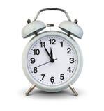 Wecker lokalisiert auf Weiß, Beschneidungspfad Fünf Minuten nach TW Stockbild