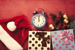 Wecker und Geschenke Lizenzfreie Stockfotografie