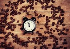 Wecker und Kaffee Stockbild
