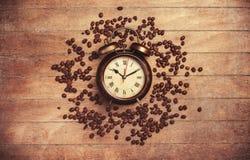 Wecker und Kaffee Lizenzfreies Stockbild
