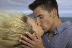 Wed nuevamente besarse de los pares Foto de archivo