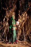 Wedded bruid onlangs het stellen Royalty-vrije Stock Fotografie