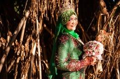Wedded bruid onlangs het stellen Stock Foto's
