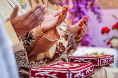 Wedded couple's hands praying Stock Images