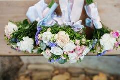 3 wedding букета на деревянной скамье Стоковое фото RF
