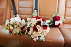 3 wedding букета на заднем сиденье автомобиля Стоковые Фото