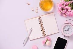 Wedding для того чтобы сделать список с цветками Положение квартиры плановика модель-макета стоковое фото