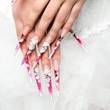 Wedding дизайн на невесте ногтей Стоковая Фотография RF