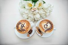 2 wedding кофейной чашки на таблице Стоковая Фотография