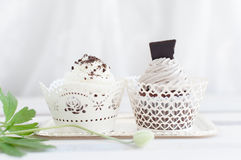 2 wedding пирожного с белой сливк и темным шоколадом Стоковое Изображение RF