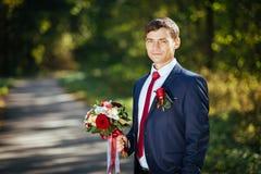 Wedding прогулка на природе с лошадью Стоковые Изображения RF