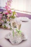 2 wedding стекла на таблице Стоковые Фотографии RF