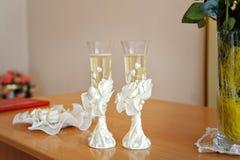 2 wedding стекла украшенного с шампанским Стоковое Изображение