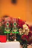 Wedding стекла украшенные с смычком Стоковое фото RF
