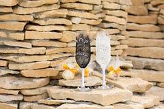 Wedding стекла украшенные с шнурком Стоковое Фото