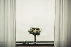 Wedding формы Bridal букета классические в желтых тонах с boutonniere Стоковая Фотография
