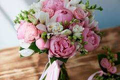 Wedding формы Bridal букета классические в розовых тонах Wedding floristry Стоковая Фотография RF