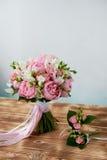 Wedding формы Bridal букета классические в розовых тонах Wedding floristry Стоковые Фотографии RF