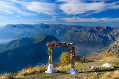 Wedding arch with flowers. On the background of the sea Royalty Free Stock Photos