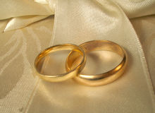 Wedding bands3. Set of gold wedding rings Royalty Free Stock Photography