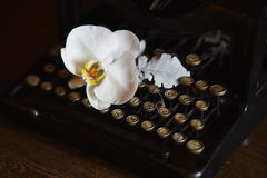 Wedding boquet and old typewriter.  Royalty Free Stock Images
