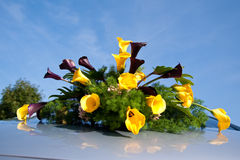 Wedding bouquet. On top of a car Royalty Free Stock Photos