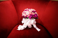 Wedding bouquet. On a red sofa Royalty Free Stock Photos