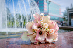 Wedding bouquet. Beautiful wedding bouquet and fontain on the background Royalty Free Stock Photos