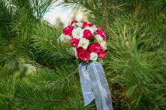 Wedding bouquet. Beautiful wedding bouquet on the natural background Royalty Free Stock Photos