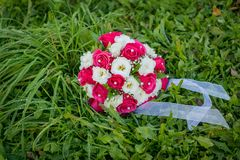 Wedding bouquet. Beautiful wedding bouquet on the natural background Royalty Free Stock Photography
