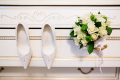 Wedding bouquet and bridal shoes Royalty Free Stock Photos
