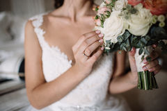 Wedding bouquet in bride`s hands, david austin Stock Photos