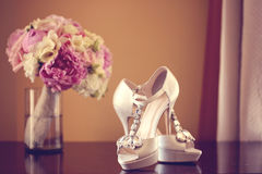Wedding bouquet and bride's shoes Royalty Free Stock Photography