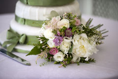 Wedding bouquet and cake Royalty Free Stock Images