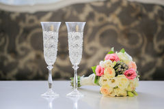 Wedding Bouquet and champagne glasses Royalty Free Stock Photos