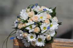 Wedding bouquet  of cream roses and chamomile Stock Photography