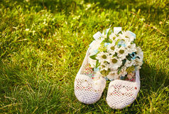 Wedding bouquet of daisies and white summer sandals Royalty Free Stock Image